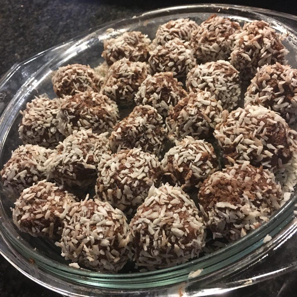 Chokladbollar på kokosflingor