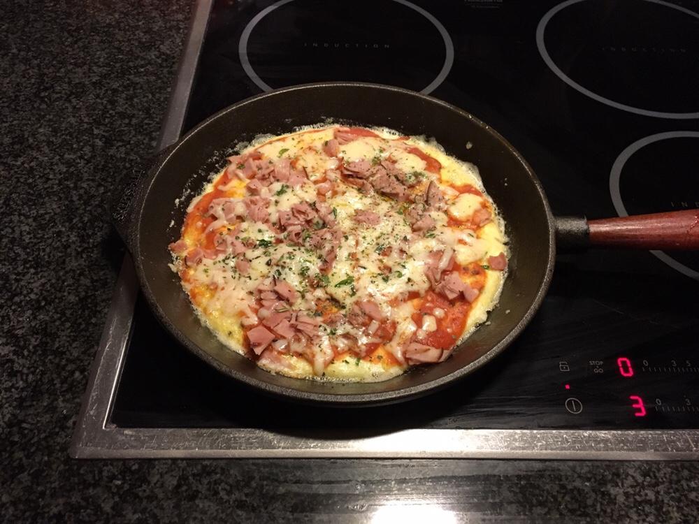 Pizza på äggbotten
