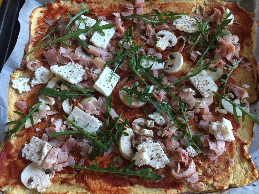 Pizza på blomkålsbotten (Paleo)